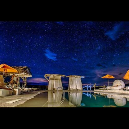 refugio-del-sol-bedpings-piscina-noche